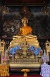 Adora??o buddha dourado imagens de stock