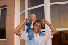 Adorable boy on his dad's shoulders stock image