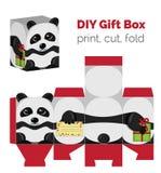Adorable faites-le vous-même boîte-cadeau de panda de DIY avec des oreilles pour des bonbons, sucreries, petits présents Photo libre de droits