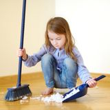 Adorable girl helping her mom to clean up royalty-vrije stock foto