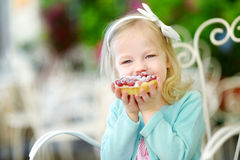 Adorable little girl eating fresh strawberry cake Stock Photos