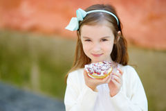 Adorable little girl eating fresh strawberry cake Stock Images