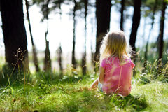 Adorable little girl hiking in the forest Royalty Free Stock Photos
