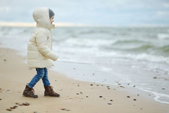 Adorable little girl looking at ocean Royalty Free Stock Photography