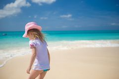 Adorable little girl playing in shallow water at Royalty Free Stock Photos