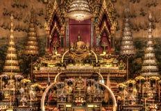Adoración Buda de oro Fotos de archivo
