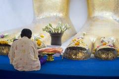 Adoración Buda grande tailandia bangkok imagenes de archivo