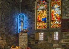 Adoración de la Virgen María en Notre Dame Cathedral en Saigon Fotografía de archivo libre de regalías
