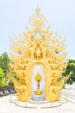 Adoración de Tailandia del modelo de la fachada del estuco del arte en Wat Rong Khon Imágenes de archivo libres de regalías