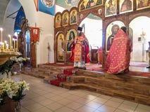 Adoración ortodoxa en Christian Church en la región de Kaluga de Rusia Imagen de archivo libre de regalías