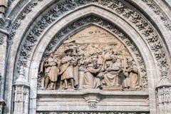 Adoracja magicy adoruje dziecko boga, umieszczająca w nazwanym «Puerta De Palos' uświadamiający sobie w błocie, w katedrze sevi zdjęcie stock