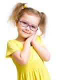 Adorbale-Kind in den Gläsern lokalisiert Lizenzfreie Stockfotografie