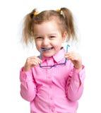 Adorbale-Kind mit Gläsern Lizenzfreies Stockbild
