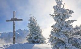 Adore la cruz en la montaña Schladming austria Foto de archivo libre de regalías