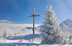 Adorez la croix sur la montagne Schladming l'autriche photo stock