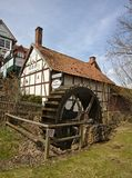 Adorf, Duitsland - Maart eenendertigste, 2018 - Historische hout-ontworpen herberg met watermolen Royalty-vrije Stock Afbeeldingen