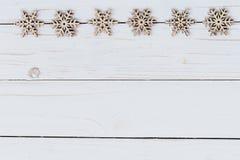 Adorna la decoración de la Navidad de madera en blanco de madera con el spac Imágenes de archivo libres de regalías