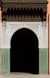 Adornado, arqueado, embaldosado, puerta exterior del estilo del Moorish Fotos de archivo