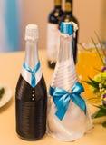 Adornado casandose la botella de champán Foto de archivo libre de regalías