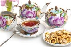 Adornado con el juego de té del estampado de plores Imagenes de archivo