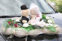 Adornado con el peluche dos refiere el vehículo de la boda Imagen de archivo