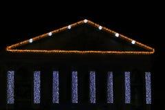 Adornado con iluminaciones en el edificio en el ` s Eve del Año Nuevo Imagenes de archivo