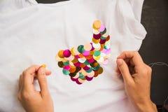 Adornado con la camiseta de las lentejuelas para el regalo Imagen de archivo