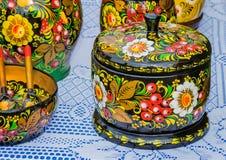 Adornado con las pinturas hermosas, utensilios hechos de la madera Imagen de archivo libre de regalías