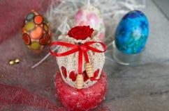 Adornado con los huevos de Pascua de las materias textiles Imagen de archivo libre de regalías