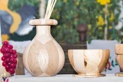 Adornado con los ornamentos, platos hermosos hechos de la madera Fotografía de archivo libre de regalías