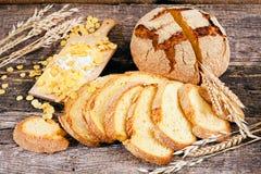 Adornado con pan de maíz redondo Imágenes de archivo libres de regalías