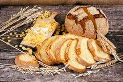 Adornado con pan de maíz redondo Imagen de archivo