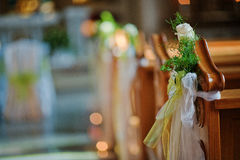 Adornado en la iglesia en la boda Fotos de archivo libres de regalías