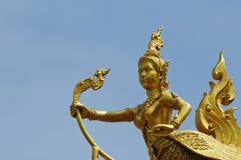 Adornado en la lámpara de calle tailandesa (Kinnaree) Fotos de archivo libres de regalías
