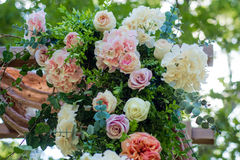 Adornado festivamente maravillosamente de flores Foto de archivo libre de regalías