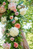 Adornado festivamente maravillosamente de flores Imagen de archivo libre de regalías