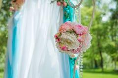 Adornado festivamente maravillosamente de flores Decoración de la boda Foto de archivo