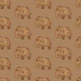 Adornado indio étnico del modelo de los elefantes inconsútiles del marrón ilustración del vector
