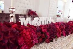 Adornado maravillosamente casandose la tabla con los dulces Imagen de archivo