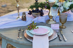 Adornado para casarse la tabla de cena elegante Imagen de archivo