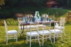 Adornado para casarse la tabla de cena elegante Foto de archivo libre de regalías