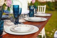 Adornado para casarse la tabla de cena elegante Imágenes de archivo libres de regalías