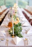 Adornado para la tabla de banquete en el restaurante Fotos de archivo libres de regalías