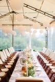 Adornado y servido para la tabla de banquete en el restaurante Fotografía de archivo