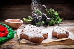 Adornamiento con el árbol del pan de jengibre del azúcar de formación de hielo para la Navidad Imagen de archivo