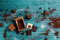 Adornamiento con los ingredientes aromáticos Fotos de archivo libres de regalías