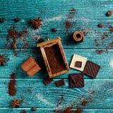Adornamiento con los ingredientes aromáticos Fotografía de archivo