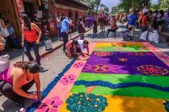 Adornamiento de la alfombra colorida de la semana santa, Antigua, Guatemala Foto de archivo