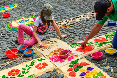 Adornamiento de la alfombra prestada con serrín teñido, Antigua, Guatemala Fotos de archivo
