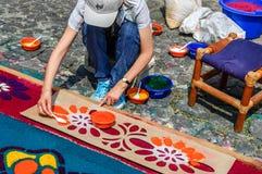 Adornamiento de la alfombra prestada con serrín teñido, Antigua, Guatemala Fotos de archivo libres de regalías